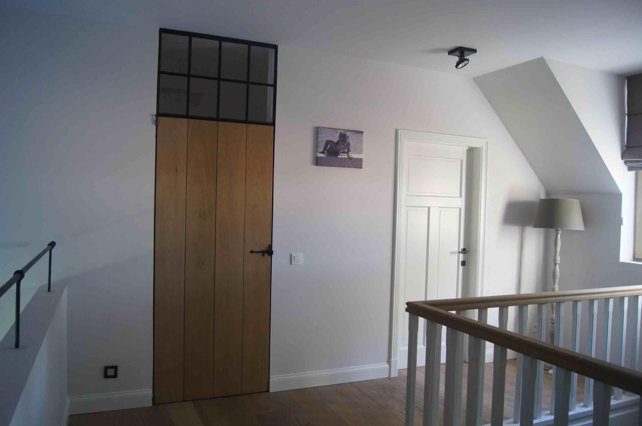 Totaalproject, eiken deur, paneeldeuren, parket, trap met balustrade in eik